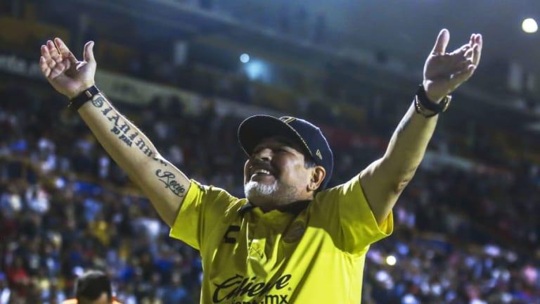 El espectacular auto que le regalaron a Maradona en México