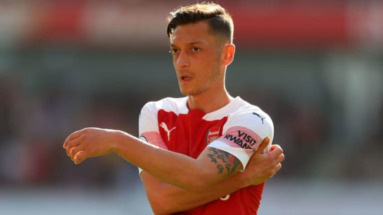 Unai Emery Reveals Back Injury Forced Mesut Ozil to Sit Out Arsenal's Convincing Win Over Fulham