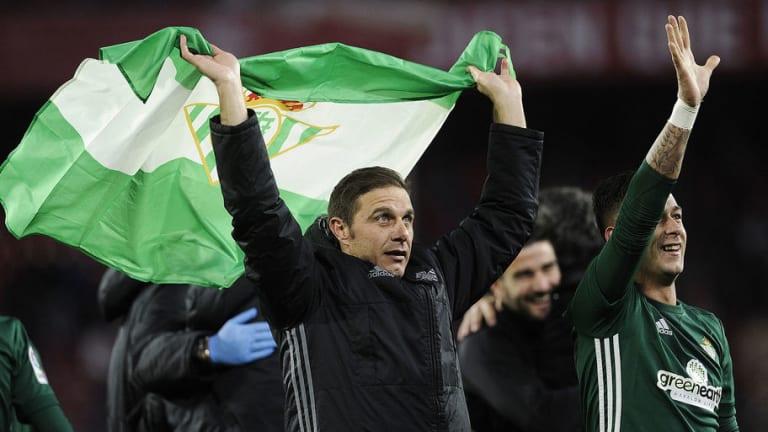 El genial gesto de capitán de Joaquín con sus compañeros del Betis tras ganar el derbi