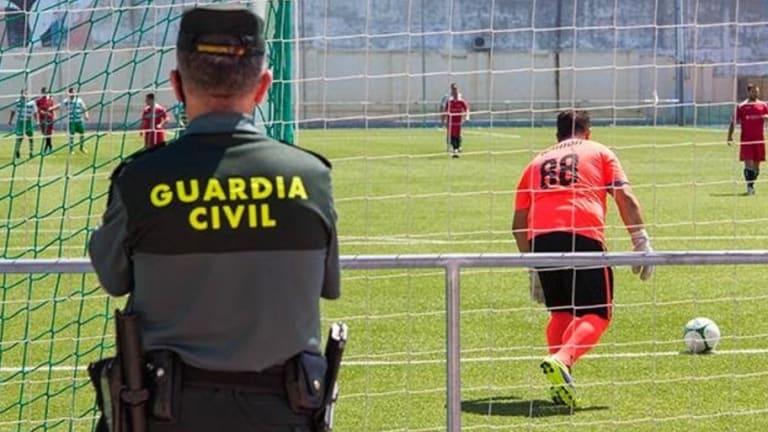 Detienen a un áribtro guardia civil que robaba a los jugadores en el vestuario