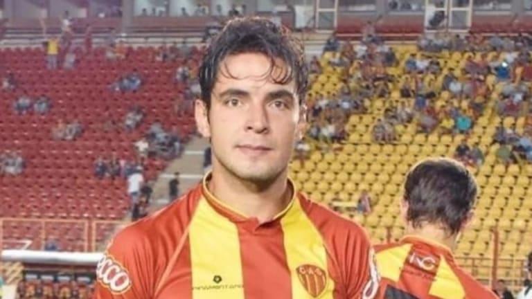 OJO, RIVER | La increíble historia del jugador de Sarmiento (R) que jugó en el Liverpool