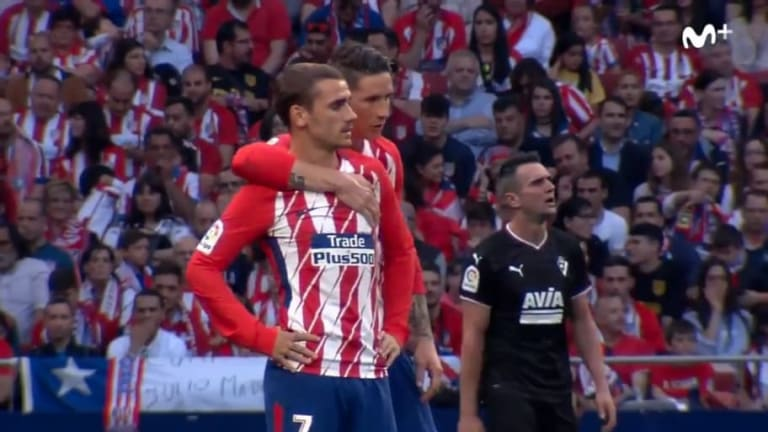 VIDEO: What Fernando Torres Told Antoine Griezmann as Barça Target Was Booed by Home Crowd