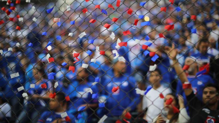 La bienvenida que alista la afición de Cruz Azul en el Estadio Azteca para la primera jornada