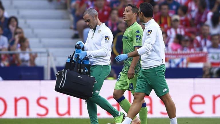 MALAS NOTICIAS | Andrés Guardado salió lesionado frente al Atlético de Madrid