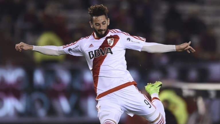MERCADO   Larrondo, cerca de irse a otro club de la Superliga