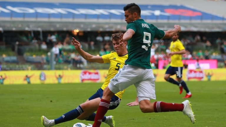LAMENTABLE   Aficionado pierde la vida en el partido entre México y Escocia