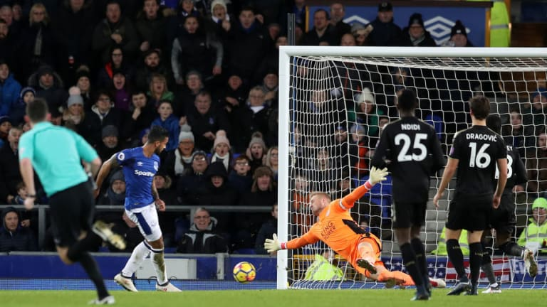 Arsenal Fans React in Horror on Twitter as Theo Walcott Puts in Impressive Display for Everton