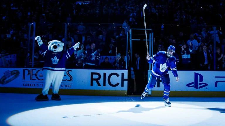 Auston Matthews Scores Twice in Return as Maple Leafs Top Sharks