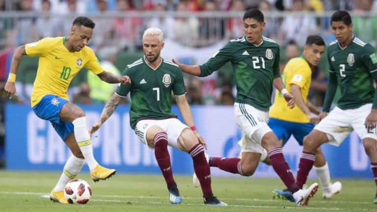 #RECUERDO | El mexicano que se quedó con la camiseta de Neymar tras los octavos de final