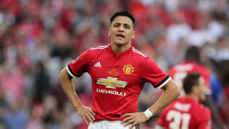 Alexis Sanchez & Daley Blind Remain in England Whilst the Rest of the Man Utd Squad Fly to LA