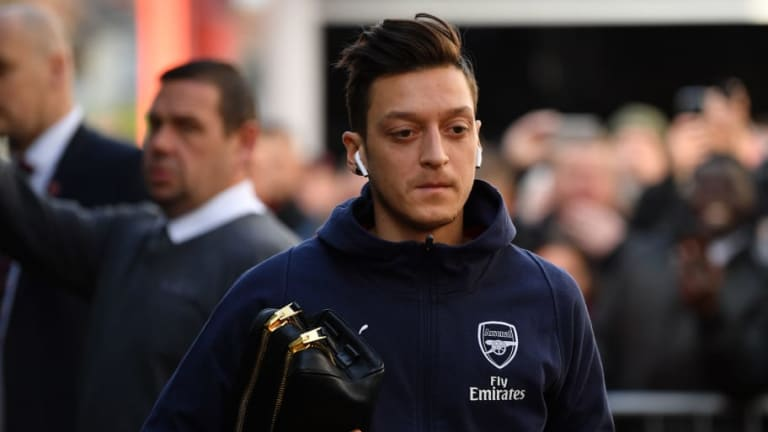 Ex-Arsenal Striker Praises Unai Emery for Dropping Mesut Ozil Against Bournemouth