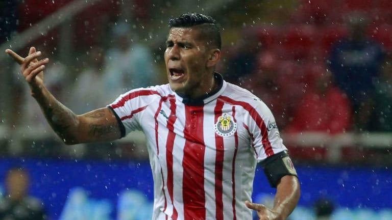 Carlos Salcido sale dolido de Chivas, el equipo de sus amores