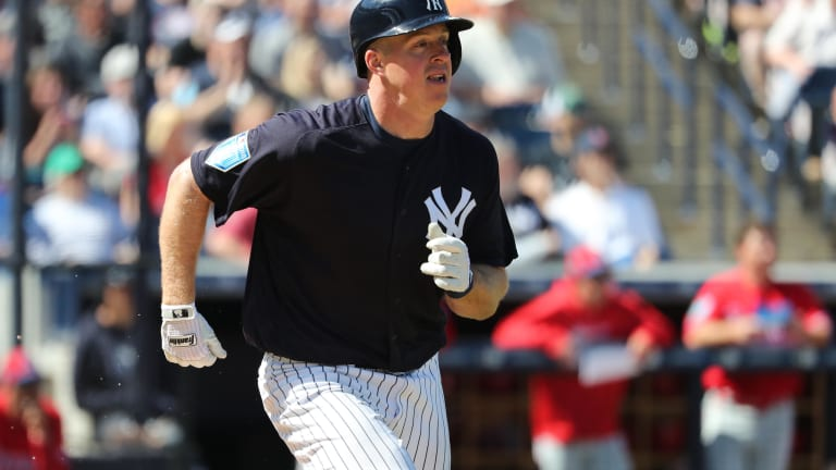 How Does Erik Kratz Factor into the Yankees Catching Situation?