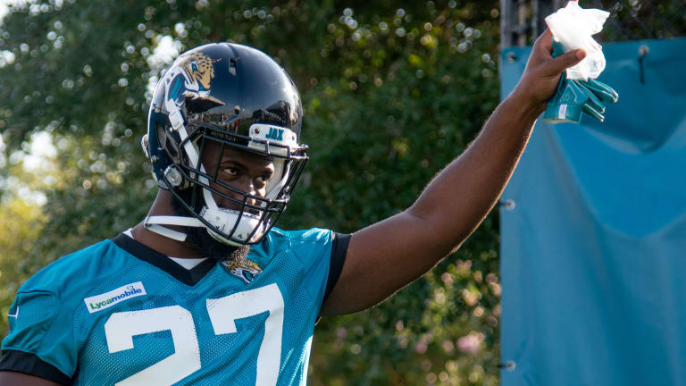 Leonard Fournette, Other Jaguars Give Back to Communities During Fight vs. COVID-19