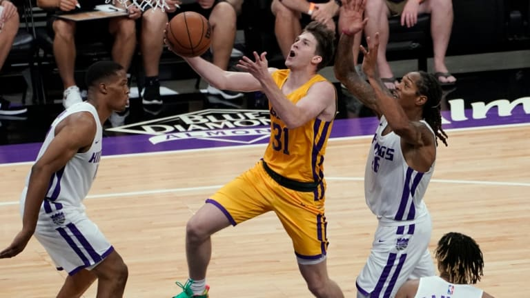 Lakers Officially Fill 14th Roster Spot