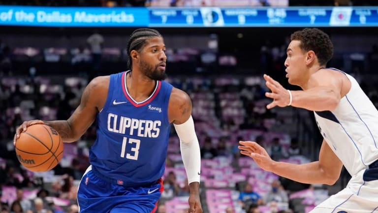 Dallas Mavericks Defeat LA Clippers 122-114 in Pre-Season Matchup