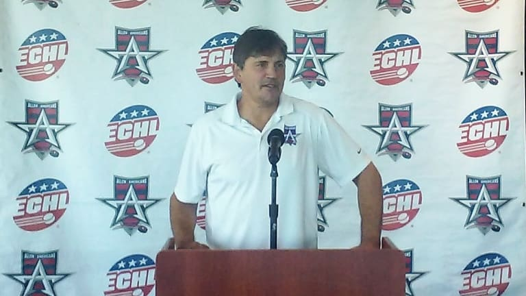 ECHL legend gets new contract