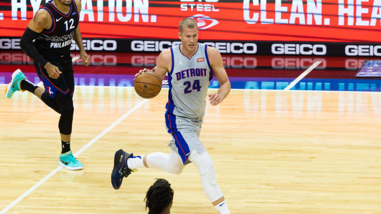 Sources: Charlotte Hornets acquire Mason Plumlee, 37th pick from Detroit Pistons