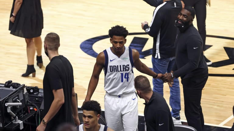 Former Dallas Mavericks Player Signs With This Team