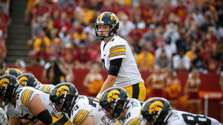 Big Ten: Iowa Moves Up to No. 5 in AP Poll; 3 League Teams in Top-10 Now