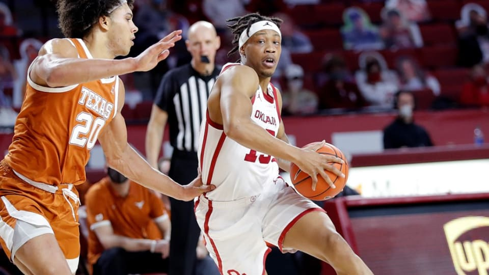 Oklahoma drops fourth straight with tight loss to Texas