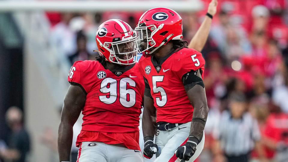 Georgia football's defense celebrates a stop vs Kentucky
