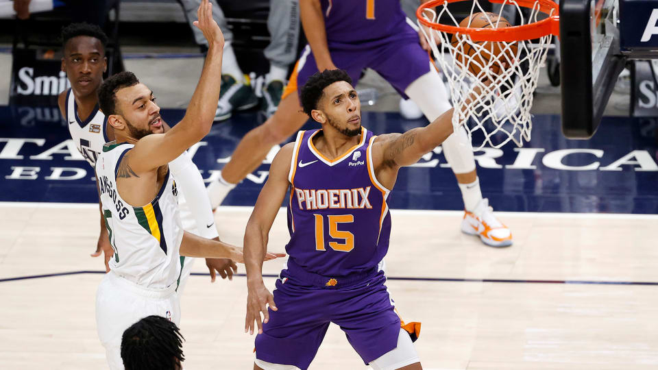 Phoenix Suns guard Cameron Payne drives to the hoop against Utah Jazz
