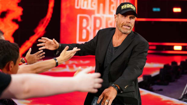 Shawn Michaels shakes hands with fans