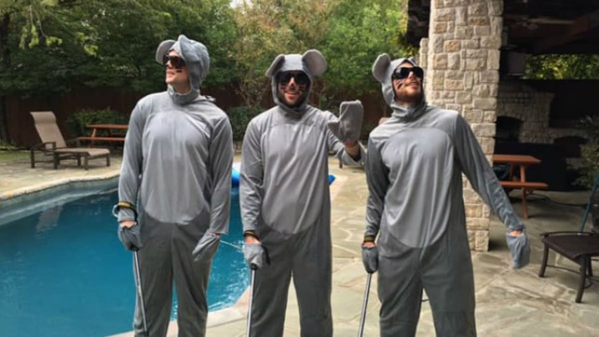 Oshie The Dalmatian And Three Blind Mice The Best Nhl Halloween Costumes The Hockey News On Sports Illustrated Ryan sickler gets the scoop on this week's honeydew. dalmatian and three blind mice