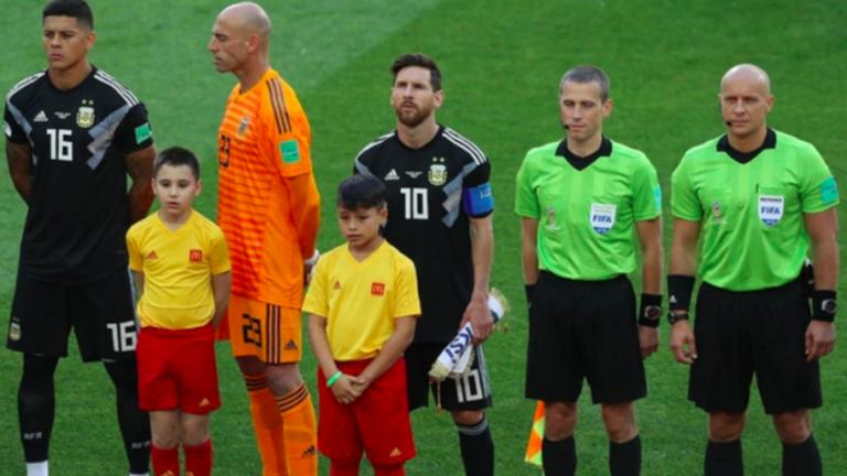 MUNDIAL RUSIA 2018   ¿Por qué Caballero le dio la espalda a Messi en el himno?