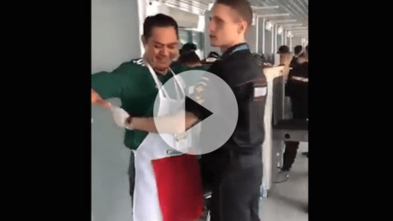 VIRAL | El aficionado mexicano que animó a toda Rusia con su vulgar disfraz