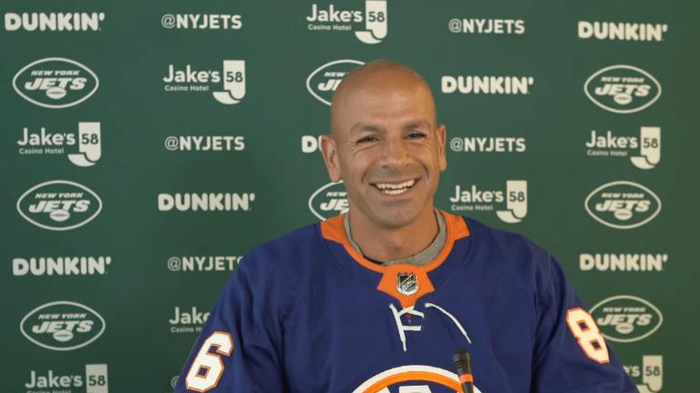 Robert Saleh Sports Islanders Jersey During Jets Presser