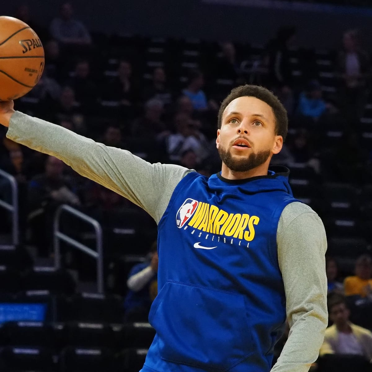 Stephen Curry builds basketball hoop