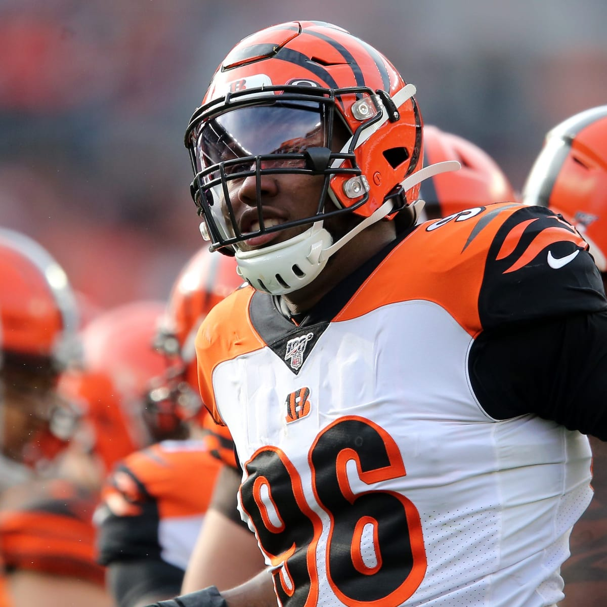 Carlos Dunlap trade: Seahawks acquire Bengals defensive end ...