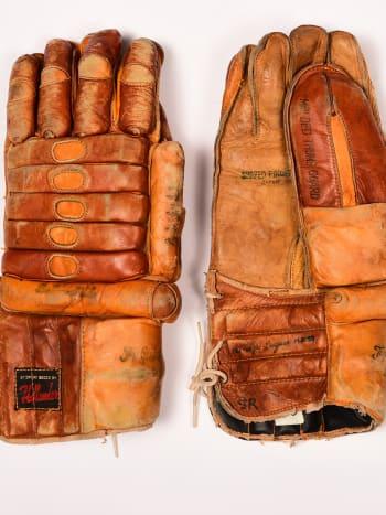 gordie-howe-hockey-gloves.jpg