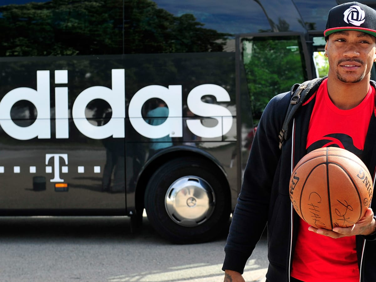 fuga antes de Onza  Derrick Rose's Adidas Contract: Breaking Down the Strange Deal - Sports  Illustrated