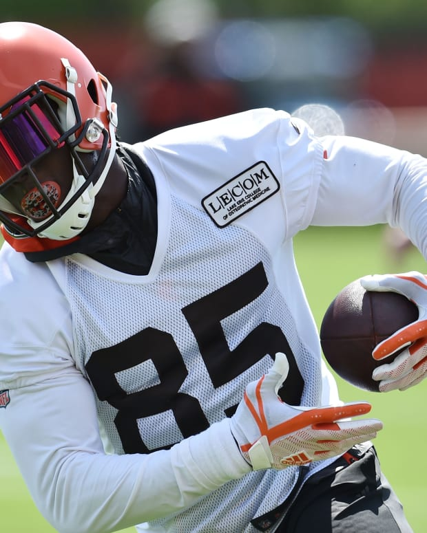 May 15, 2019; Berea, OH, USA; Cleveland Browns tight end David Njoku (85) runs with the ball during organized team activities at the Cleveland Browns training facility. Mandatory Credit: Ken Blaze-USA TODAY Sports