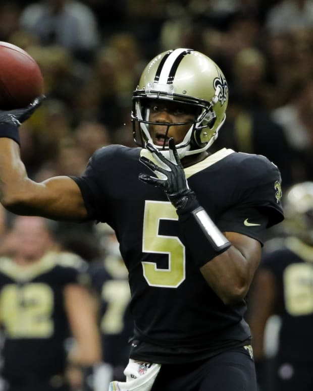 New Orleans Saints quarterback Teddy Bridgewater (5) throws against the Tampa Bay Buccaneers during the fourth quarter at the Mercedes-Benz Superdome. Derick E. Hingle-USA TODAY Sports