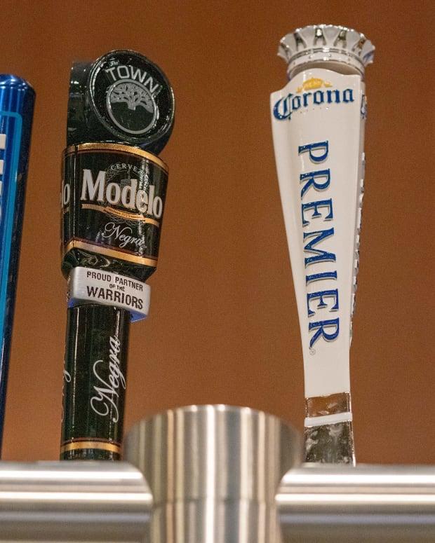 Beer Taps © Kyle Terada-USA TODAY Sports