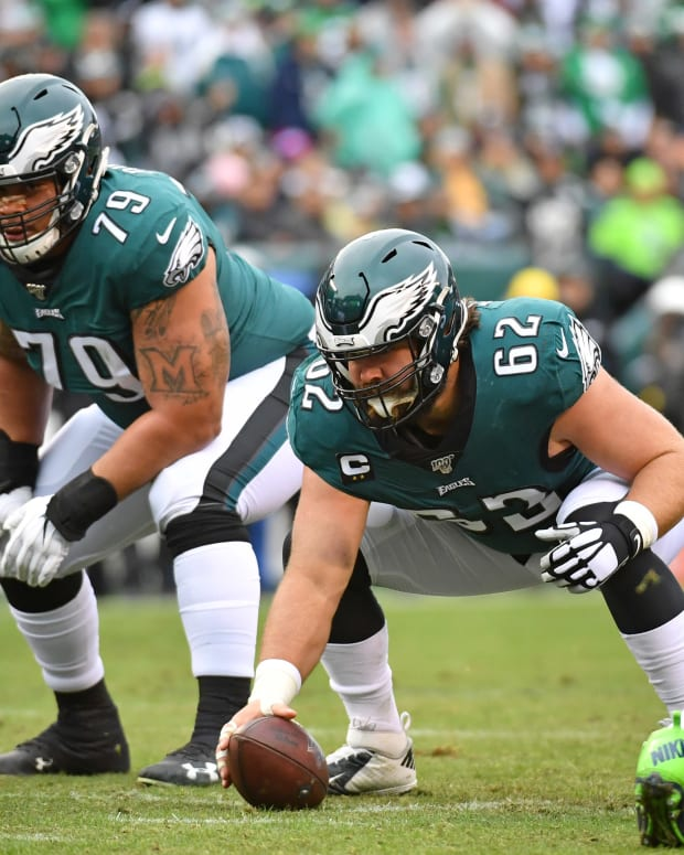 Guard Brandon Brooks (right) and center Jason Kelce were among five Eagles named to the NFC's Pro Bowl roster