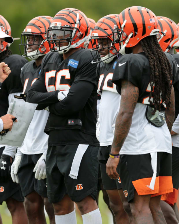 Cincinnati Bengals special teams coordinator Darrin Simmons instructs the unit during Cincinnati Bengals training camp practice, Tuesday, Aug. 13, 2019, at the practice fields next to Paul Brown Stadium in Cincinnati. Cincinnati Bengals Training Camp Aug 13