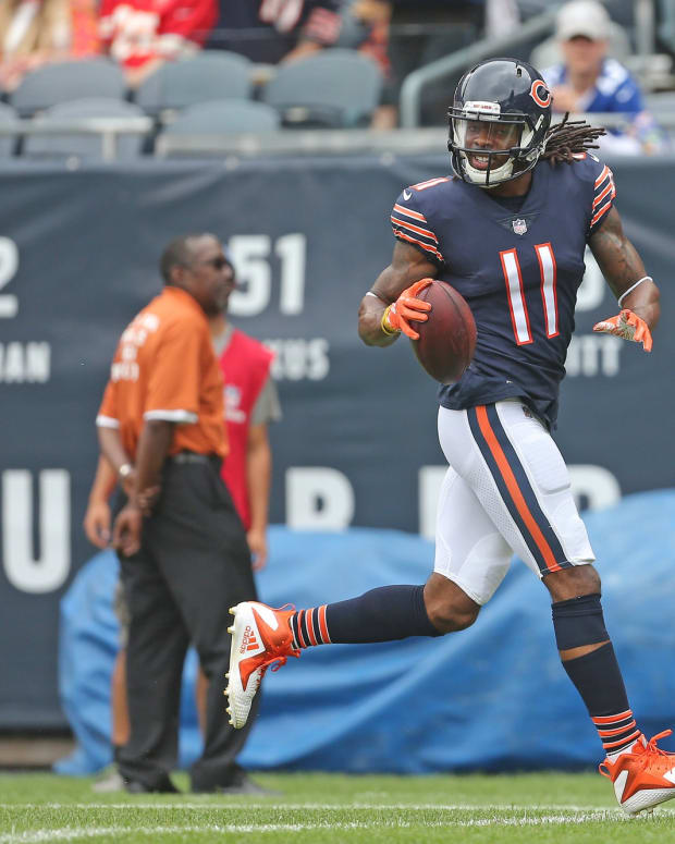 Chicago Bears wide receiver Kevin White (11) scores a touchdown during the first half against the Kansas City Chiefs at Soldier Field