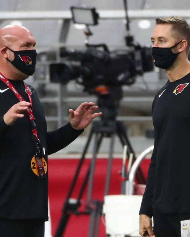 Arizona Cardinals general manager Steve Keim (left) talks with head coach Kliff Kingsbury during Red & White Practice at Stare Farm Stadium.