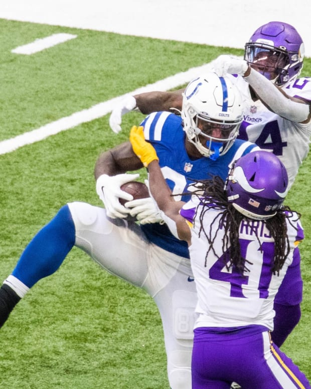 Indianapolis Colts tight end Mo Alie-Cox hauls in a pass in Sunday's home win over Minnesota.
