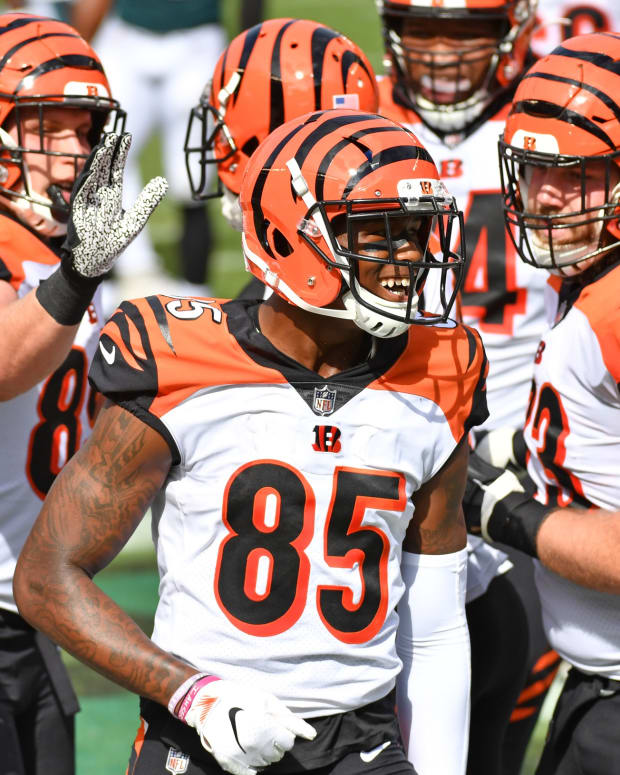 Sep 27, 2020; Philadelphia, Pennsylvania, USA; Cincinnati Bengals wide receiver Tee Higgins (85) celebrates his touchdown catch with teammates against the Philadelphia Eagles during the second quarter at Lincoln Financial Field. Mandatory Credit: Eric Hartline-USA TODAY Sports
