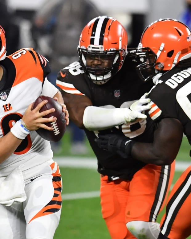 Sep 17, 2020; Cleveland, Ohio, USA; Cleveland Browns defensive tackle Sheldon Richardson (98) and defensive tackle Larry Ogunjobi (65) chase Cincinnati Bengals quarterback Joe Burrow (9) during the second half at FirstEnergy Stadium. Mandatory Credit: Ken Blaze-USA TODAY Sports