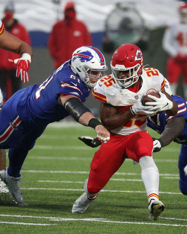 Chiefs running back Clyde Edwards-Helaire finds a seam at the line of scrimmage against the Bills. Jg 101920 Bills 9