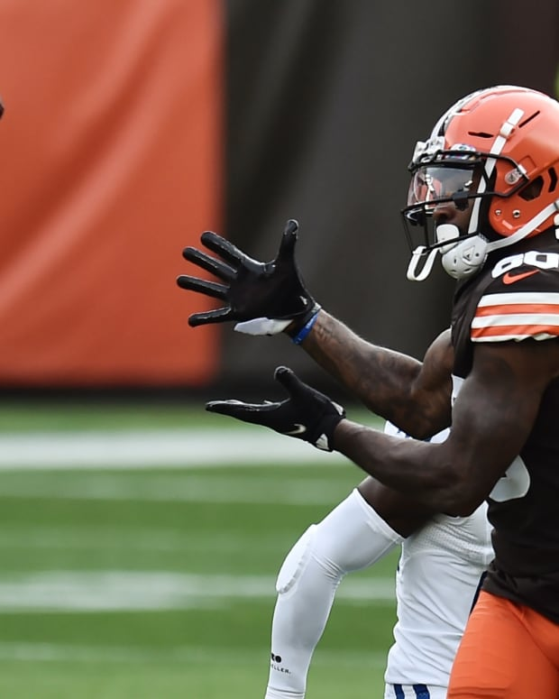 Oct 11, 2020; Cleveland, Ohio, USA; Cleveland Browns wide receiver Jarvis Landry (80) makes a catch during the first quarter against the Indianapolis Colts at FirstEnergy Stadium. Mandatory Credit: Ken Blaze-USA TODAY Sports