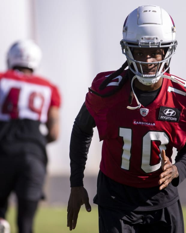 Arizona Cardinals wide receiver DeAndre Hopkins (10) warms up during practice on Sept. 25, 2020, at Dignity Health Arizona Cardinals Training Center in Tempe, Ariz.