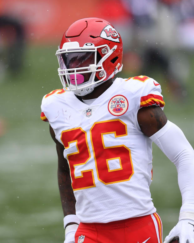 Oct 25, 2020; Denver, Colorado, USA; Kansas City Chiefs running back Le'Veon Bell (26) before the game against the Denver Broncos at Empower Field at Mile High. Mandatory Credit: Ron Chenoy-USA TODAY Sports